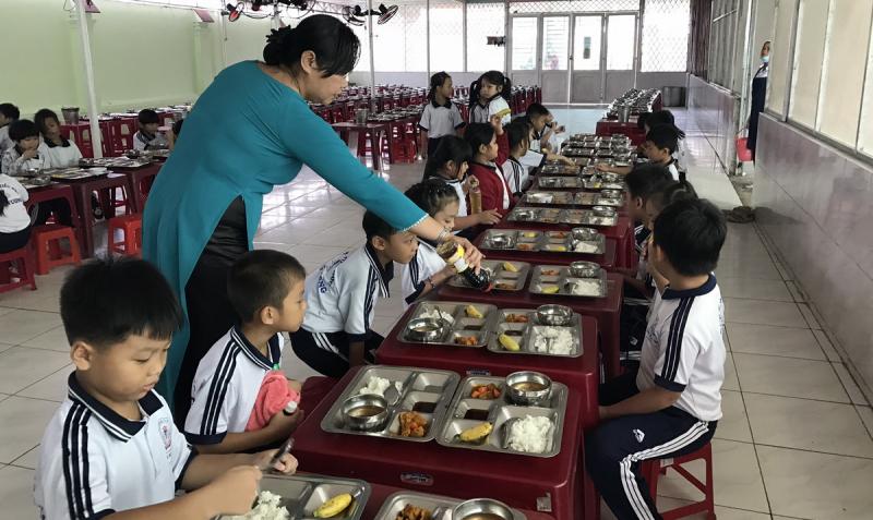 Là một đơn vị chuyên cung cấp suất ăn bán trú cho học sinh Tú Anh hiểu rằng, bữa ăn đầy đủ chất dinh dưỡng và đảm bảo an toàn vệ sinh thực phẩm là điều vô cùng quan trọng đối với trẻ nhỏ.