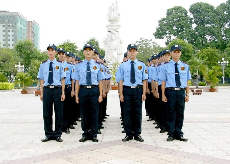 Đội ngũ bảo vệ đông đảo, đều trải qua đào tạo mới đi làm chính thức.