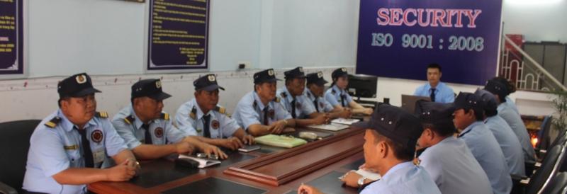 Sau các nhiệm vụ hoàn thành, công ty thường có buổi họp rút kinh nghiệm cho nhân viên.