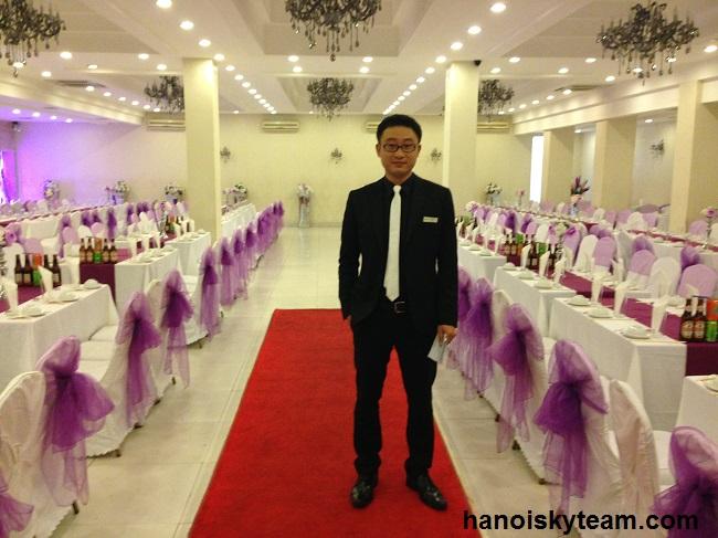 MC (Master of Ceremonies) đóng vai trò dẫn dắt chương trình, giới thiệu chương trình làm cho buổi tiệc trở nên trang trọng, chuyên nghiệp và có hệ thống.