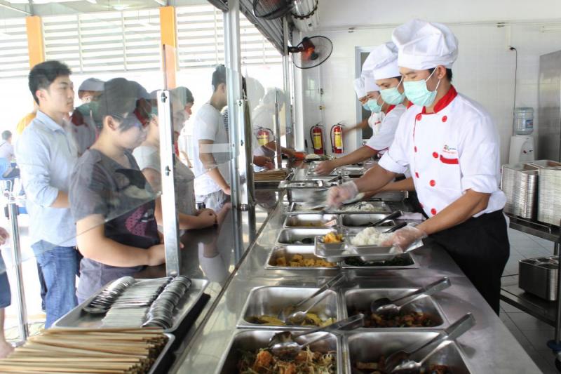 Đến với suất ăn công nghiệp Đại Tùng Lâm quý khách hàng có thể hoàn toàn yên tâm về chất lượng sản phẩm với mức chi phí phù hợp