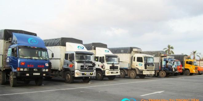 Đội xe tải công ty Vận Tải Trọng Tấn