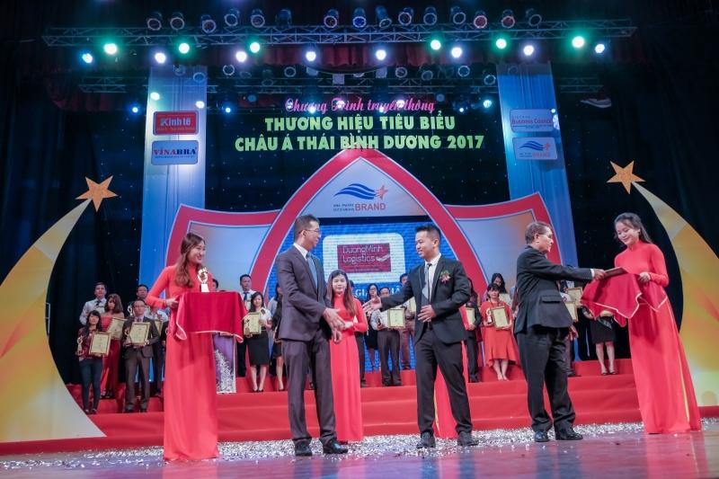 """Công ty Dương Minh Logistics đã vinh dự lọt vào """"Top 10 Thương hiệu tiêu biểu Châu Á – Thái Bình Dương năm 2017"""