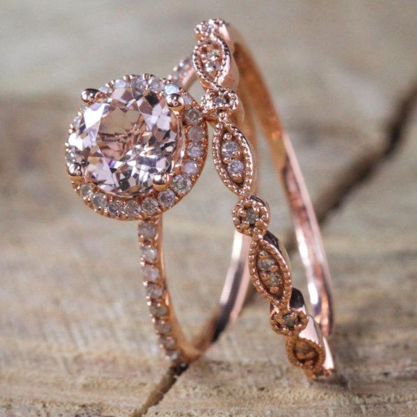 Nhẫn vàng đính kim cương.