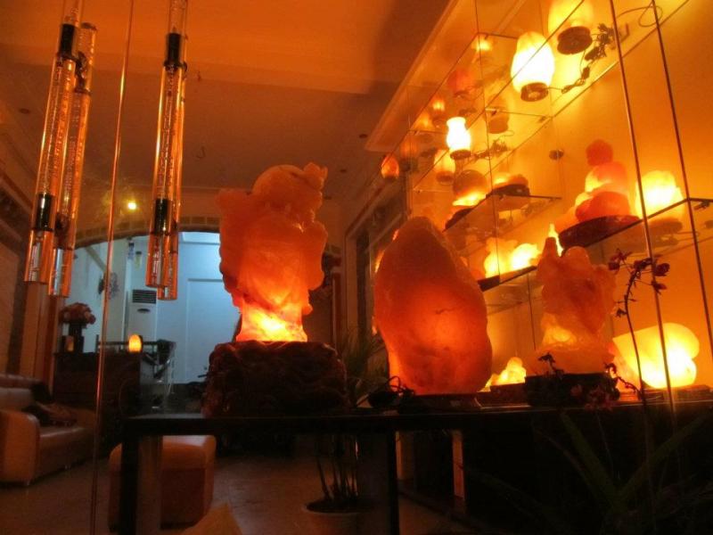 Showroom của MESENCO với nhiều nhiều mẫu mã đá muối khác nhau (Nguồn: Website: damuoihanoi.com)