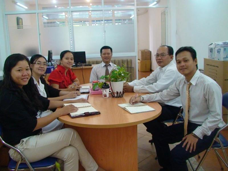 Lãnh đạo công ty TNHH nghiên cứu và tư vấn Quốc Việt