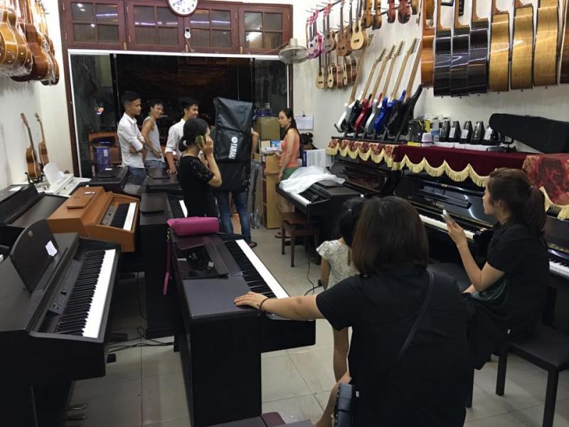 Showroom bán hàng của  Nhạc cụ Hoàng Phát