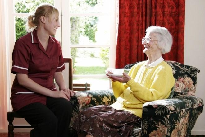 Dịch vụ chăm sóc người già tại nhà của công ty TNHH phát triển đầu tư Phương Nam (ảnh minh họa)