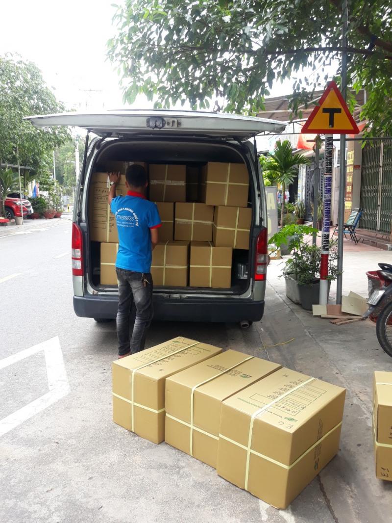 Hình ảnh di chuyển hàng hóa đến kho vận chuyển