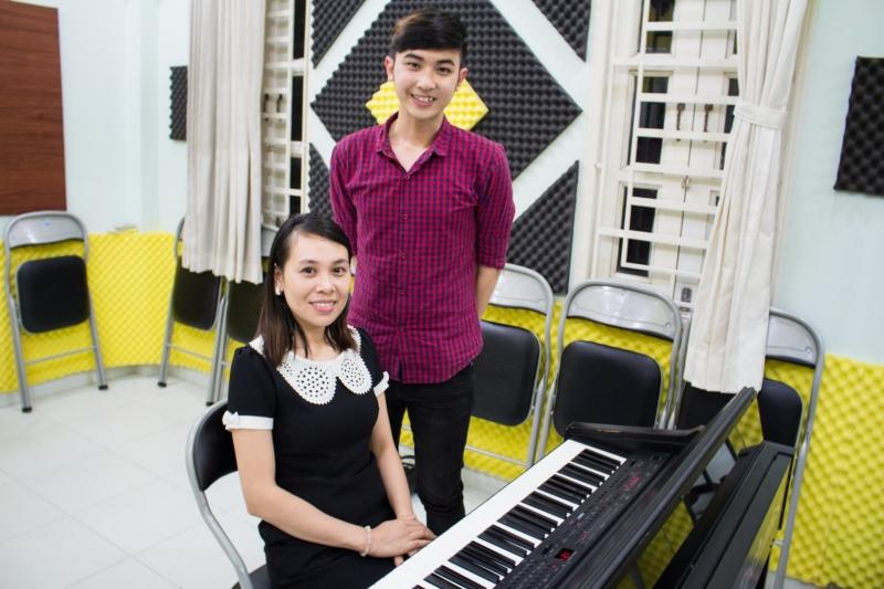 Ngòai các kỹ năng trong lớp thanh nhạc cơ bản, bạn còn được giảng viên bổ trợ thêm kiến thức