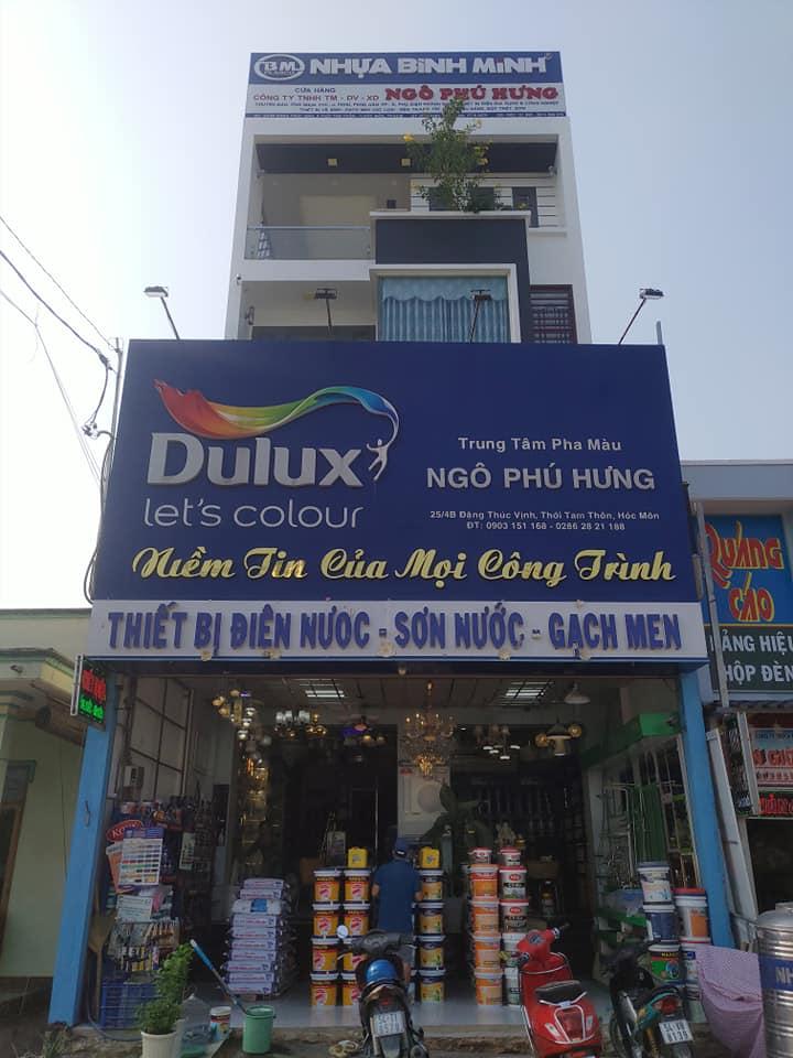 Ngoài cung cấp sơn, cửa hàng còn bán các thiết bị điện nước nữa