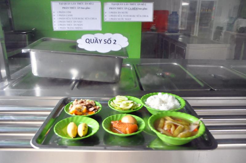 Đảm bảo vệ sinh an toàn thực phẩm trong từng khẩu phần ăn.