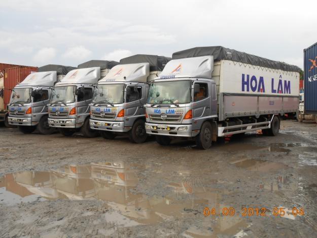 Hệ thống xe tải vận chuyển hàng hóa của công ty Hoa Lâm