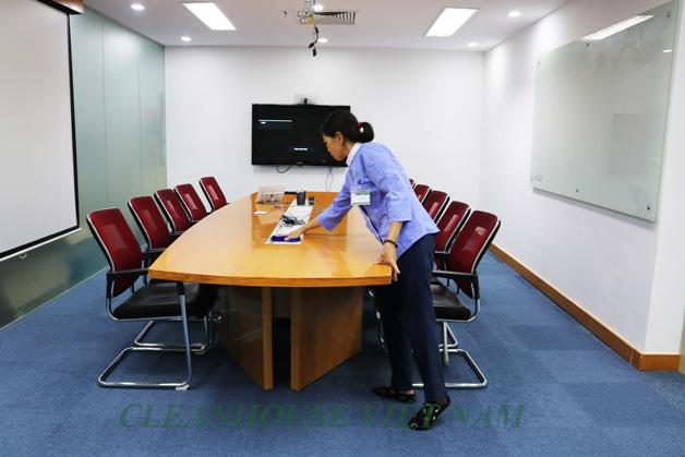 Nhân viên tạp vụ được tuyển dụng và đào tạo bài bản theo giáo trình hiện đại và được tái đào tạo định kỳ tại trung tâm đào tạo nghiệp vụ.