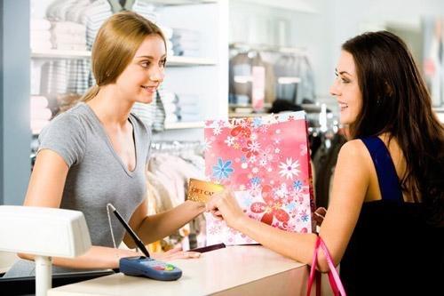 Bán hàng tại các shop quần áo