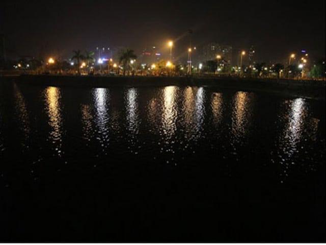 Công Viên Cầu Giấy về đêm