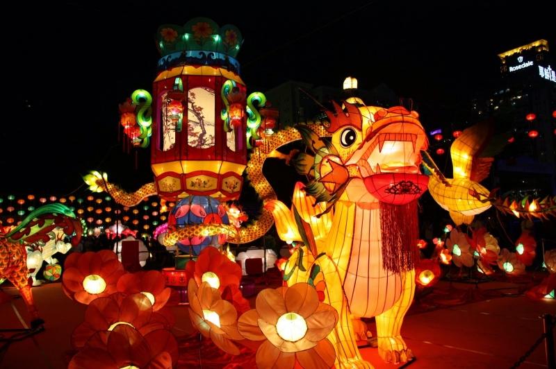 Trưng bày đèn lồng tại Asia Park