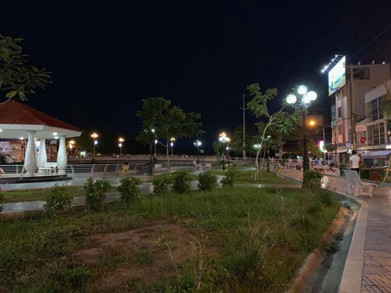 Công viên Hai Bà Trưng về đêm