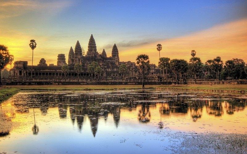 Trong quần thể đền đài thì Angkor Wat là ngôi đền đáng chú ý nhất