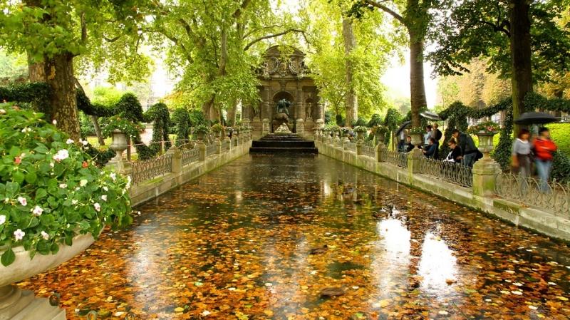 Công viên Luxembourg vào mùa thu.