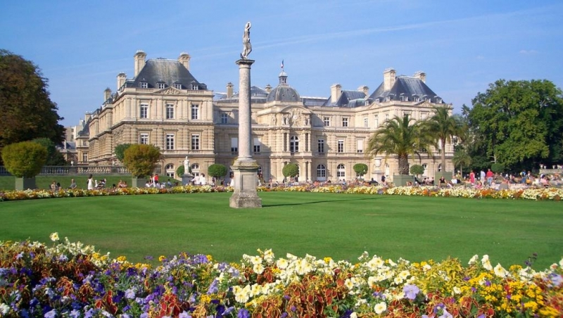 Công viên Luxembourg với nhiều loại hoa đặc biệt.