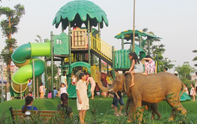 Khung cảnh công viên Nguyễn Văn Cừ
