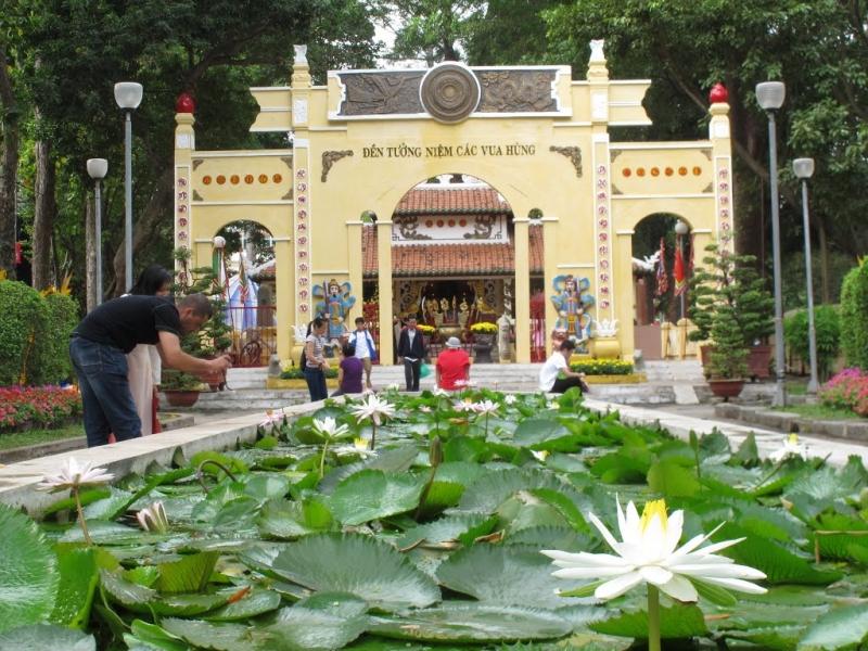 Đền Hùng trong công viên Tao Đàn