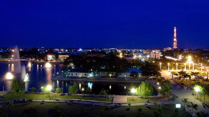 Công viên Văn Miếu về đêm