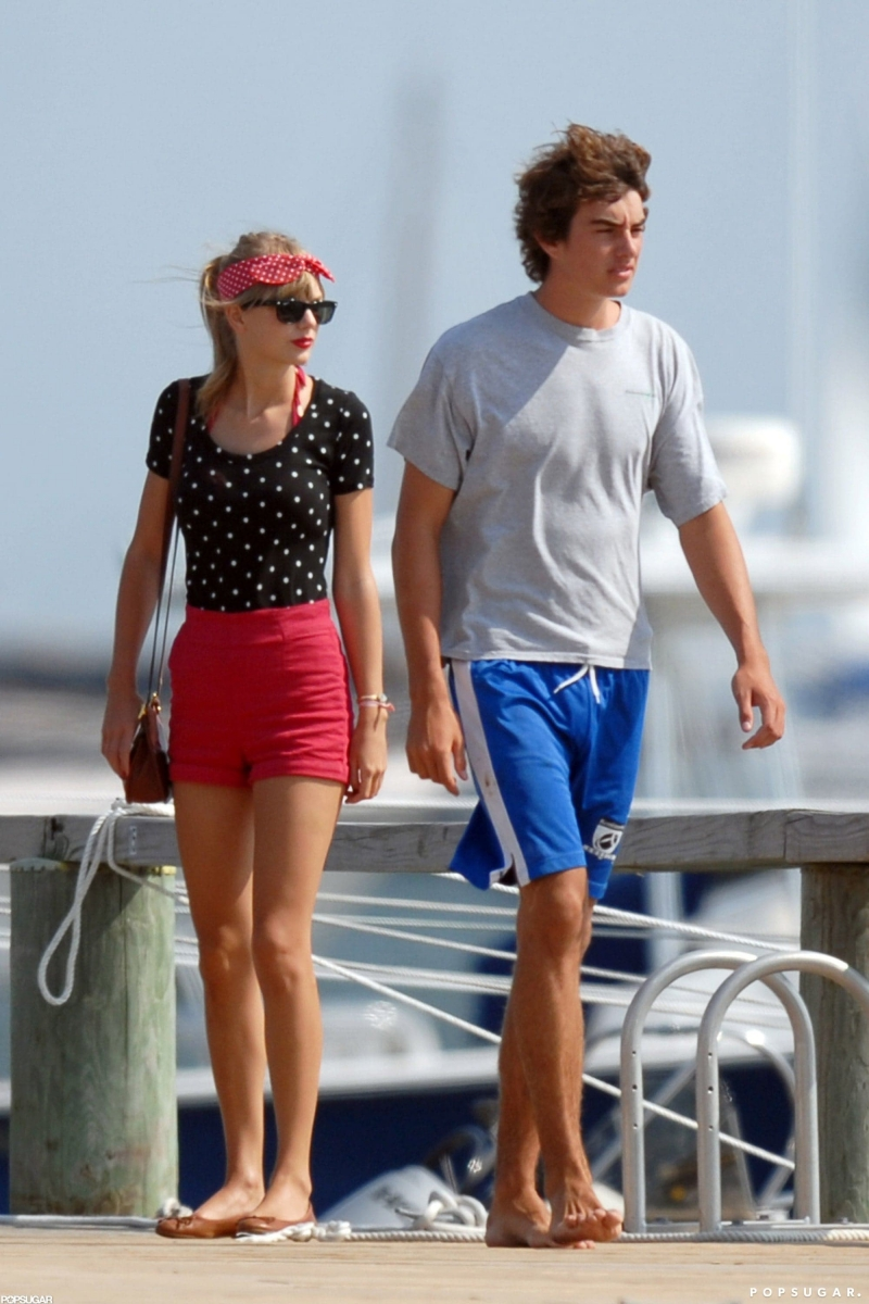 Taylor bên phi công trẻ