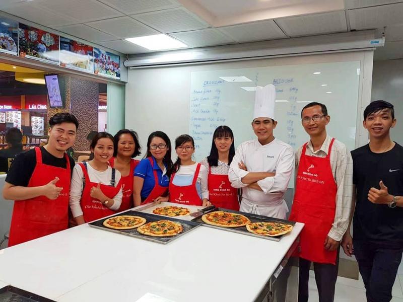 Lớp học làm bánh Pizza Hawaii của Cooky.vn