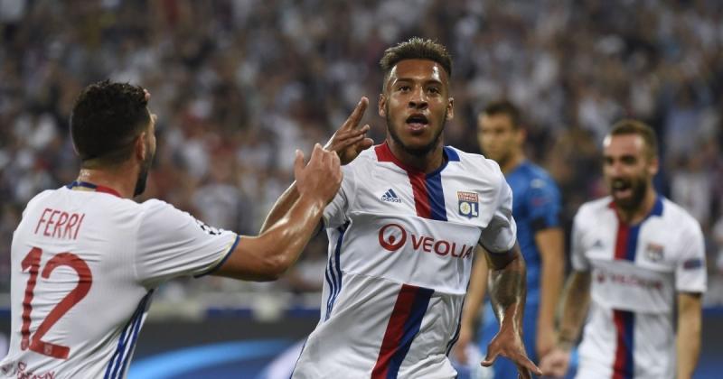 Tolisso ăn mừng cùng các đồng đội ở Lyon