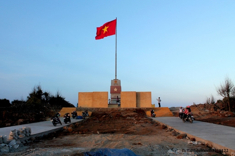 Đây là một trong bảy cột cờ chủ quyền được xây dựng tại các đảo tiền tiêu trải dọc đất nước