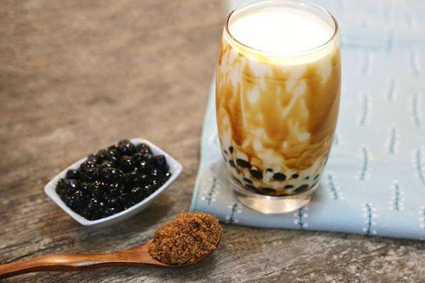 Sữa tươi thơm ngon pha trộn cùng trân châu dai và đường đen hàn quốc