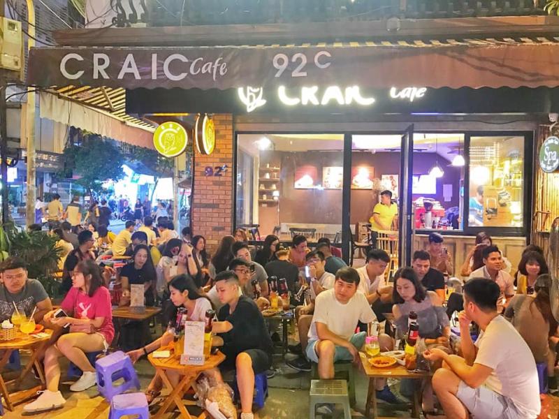 Không khí Craic Cafe mỗi tối