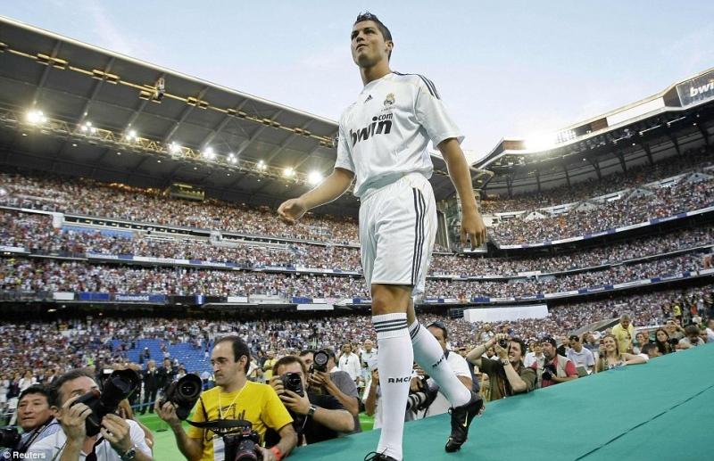 Ban đầu, Ronaldo khoác áo số 9 tại Real
