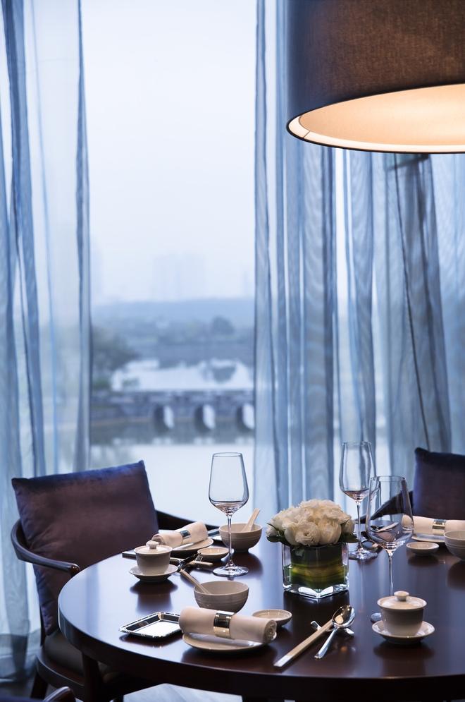 Bạn sẽ không hối tiếc khi đặt bàn tại Crystal Jade Palace đâu.