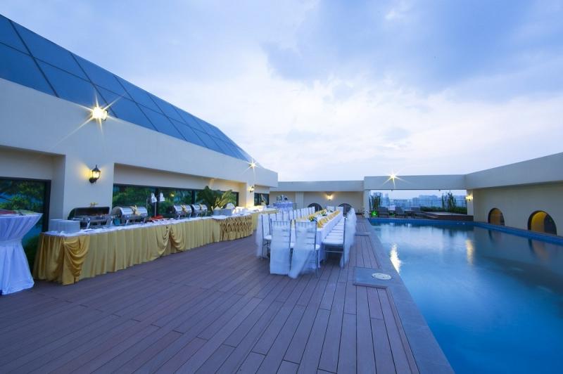 Hồ bơi khu vực tổ chức tiệc cưới ngoài trời