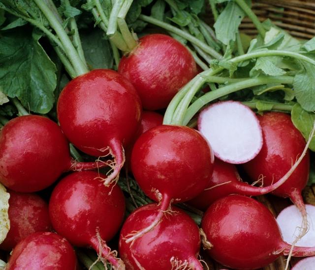 Sắc tố của màu sắc củ cải đường giúp làm sáng hồng môi.