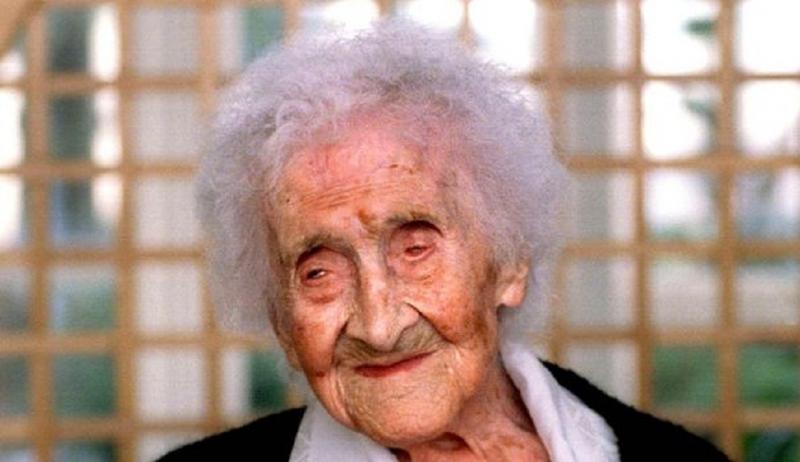 Cụ có sức khỏe tốt và vẫn đạp xe khi 100 tuổi