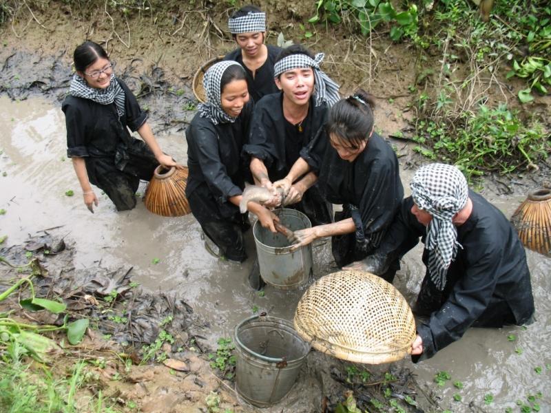 Trải nghiệm bắt cá ở Cù lao Tân Quy
