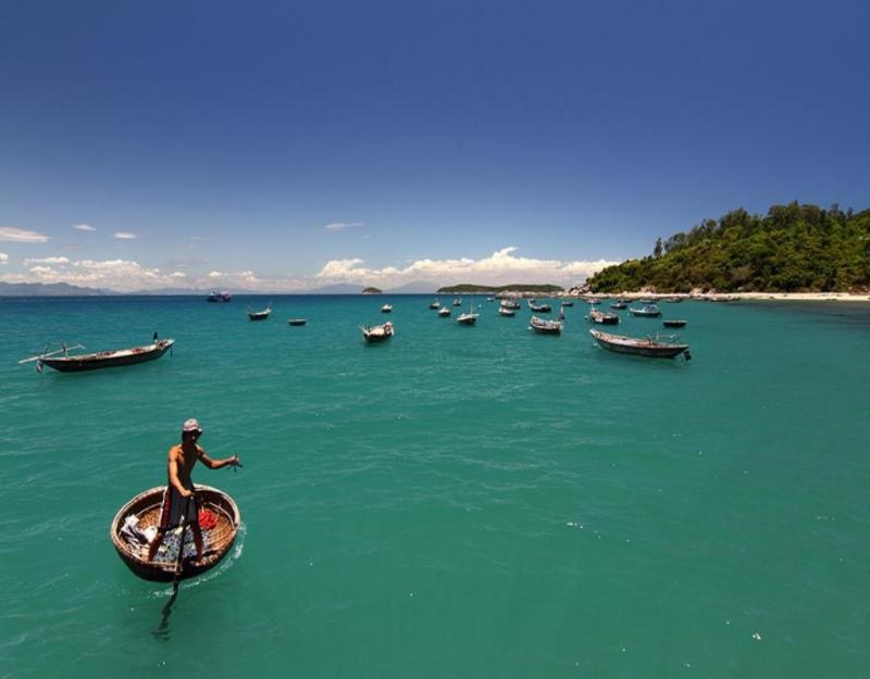 Du Lịch bằng thuyền trên đảo