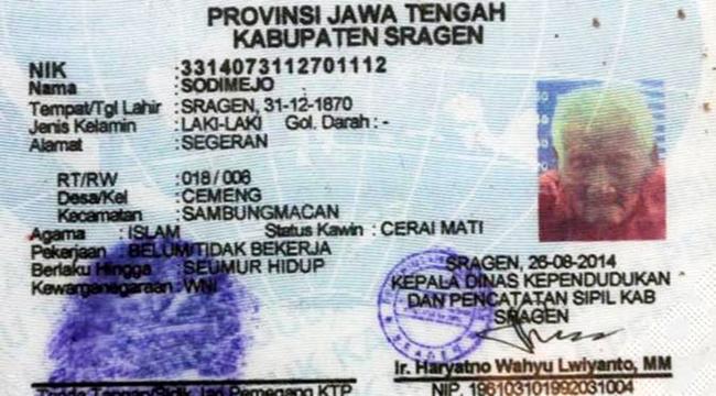 Cụ ông sống ở thành phố Sragen trên đảo Java của Indonesia