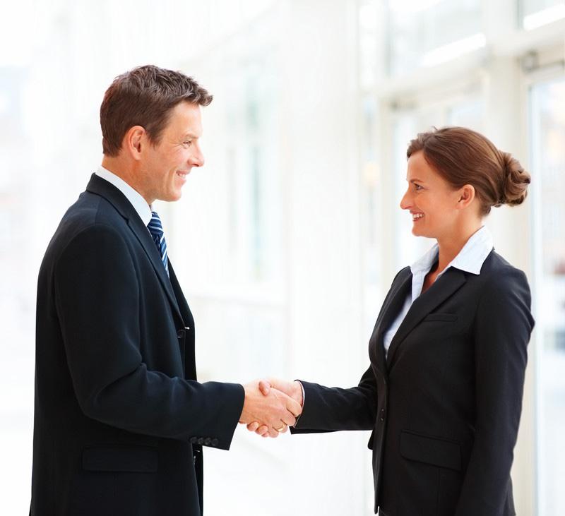 Cư xử lịch xự, hòa nhã sẽ tạo được thiện cảm với khách hàng