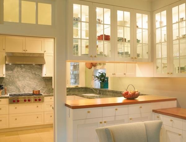 Cửa tủ bếp bằng kính trong điệu đà, độc đáo