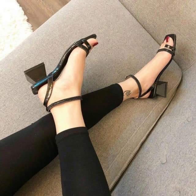Top 10 Cửa hàng bán giày nữ nổi tiếng nhất Facebook ở Sài Gòn