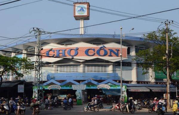 Cửa hàng chị Na khá nổi tiếng trong khu chợ Cồn