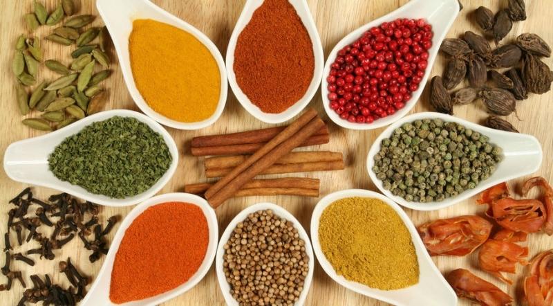 Bạn có thể dễ dàng tìm thấy nhiều loại gia vị đặc trưng cho món ăn các nước như: Đức, Ý, Pháp, Hungary, Ấn, Thái,...