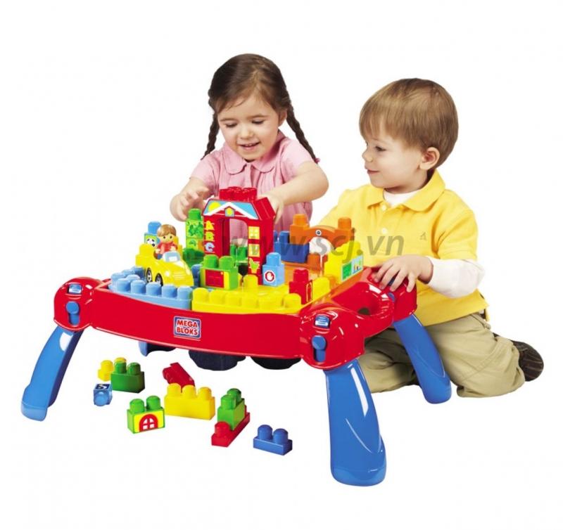 Nhân viên cửa hàng Phương Vũ sẽ hướng dẫn tận tình cho bạn về các loại đồ chơi bạn muốn mua