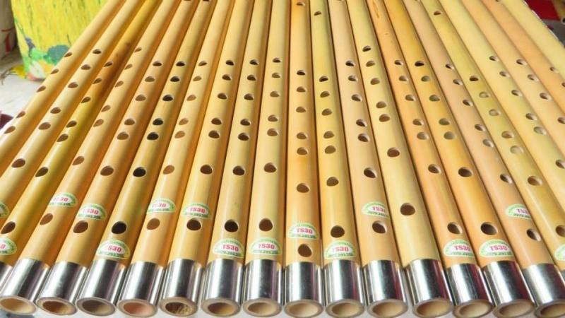 Nhạc cụ đẹp có một hệ thống cửa hàng lớn