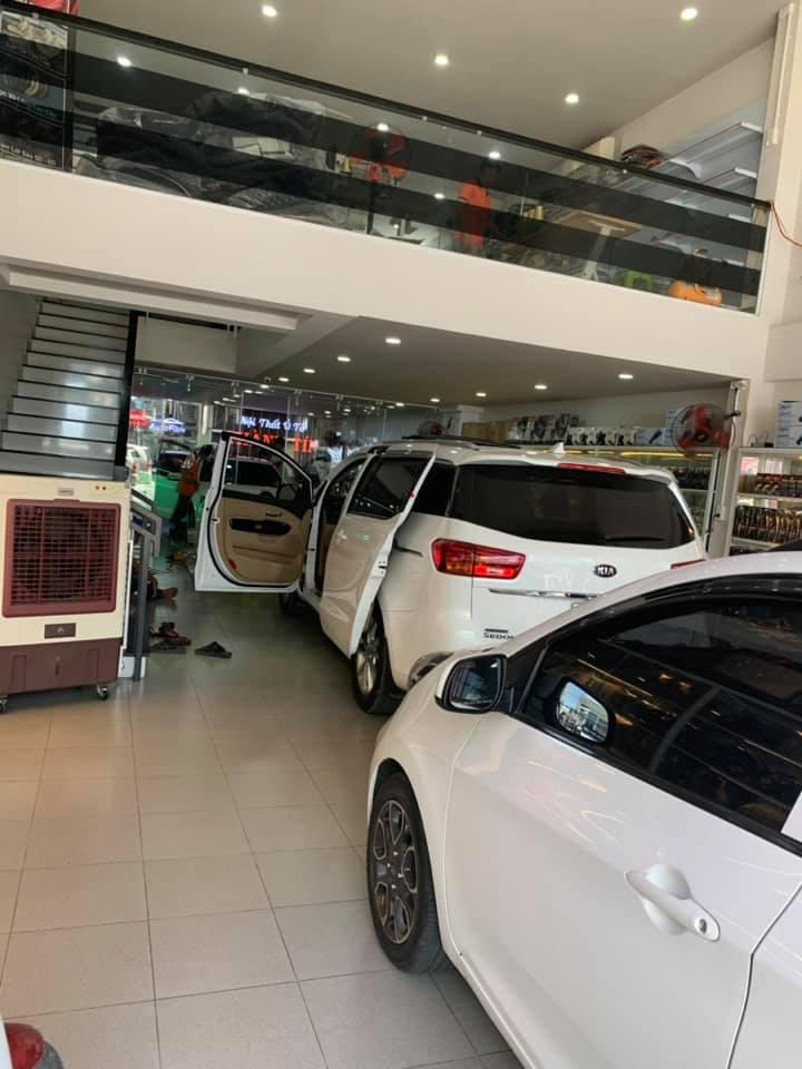 không gian cửa hàng Thành Tín rộng rãi, hiện đại